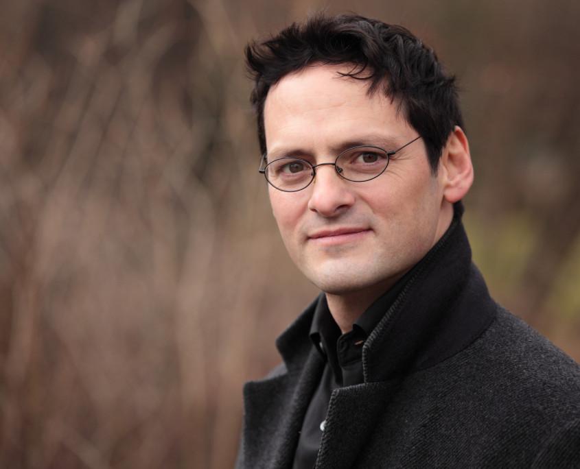 Pianist Tobias Forster, Porträt Pressefoto Querformat, Foto anna.s.