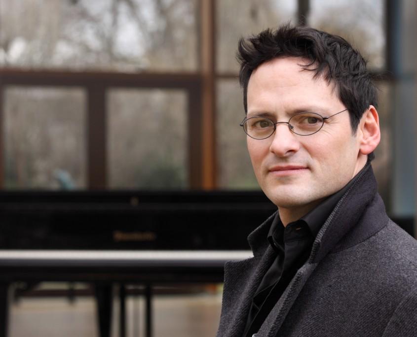 Pianist Tobias Forster Porträt, Pressefoto Querformat, Foto anna.s.