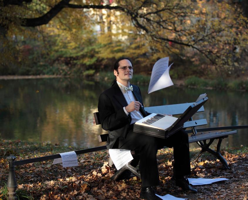 Pianist Tobias Forster, Pressefoto Querformat Foto anna.s.
